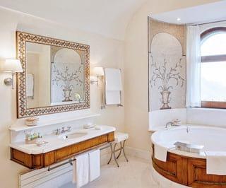 Exclusive Suites Bathroom