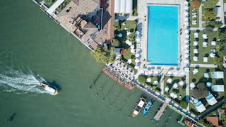 Birds-eye-view of Hotel Cipriani with an olympic size pool beside the Venetian Lagoon