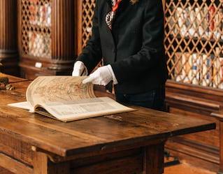 dettaglio di un antico libro di ricette