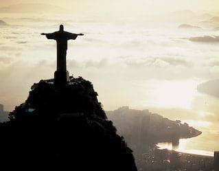 Vista aérea da estátua do Cristo Redentor no Rio