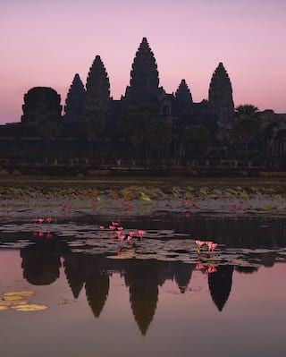 Dawn tour of Angkor Wat
