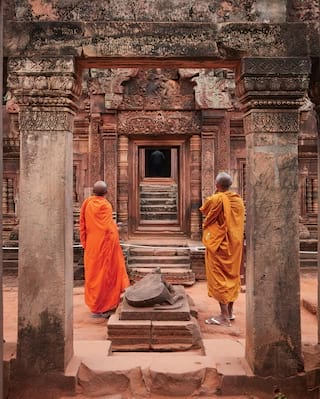 Monks at Banteay Srei - Angkor Wat Tours