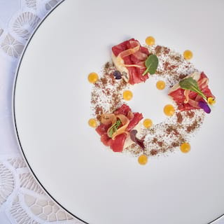 Birds-eye-view of a circular plate with a contemporary salad starter