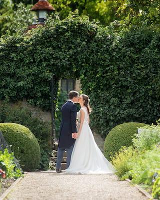 micro wedding in oxfordshire england uk